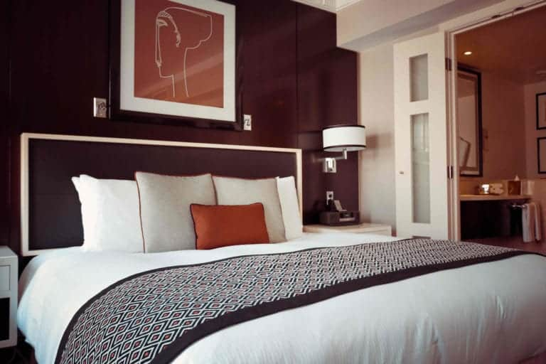 Make a Bed Like the Best Hotels